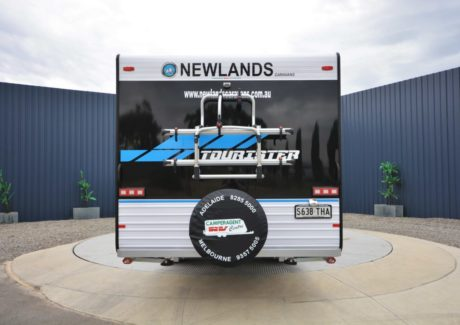 Newlands Tourister 675 CLW 2BS-04.jpg