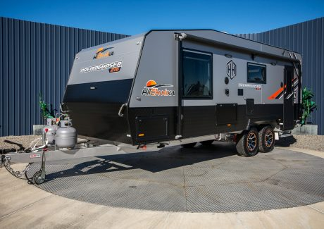 Hitch Hika Caravans Dreamchaser 216